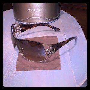 Fabulous Gucci Shield Gold Finish Sunglasses 🔥🔥